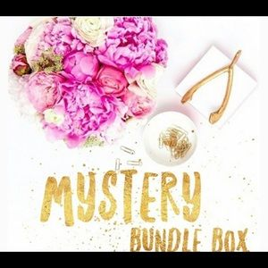 Other - SCARLETT CLOSET MISTERY BOX 7 TO PCS DIFRENT SIZE